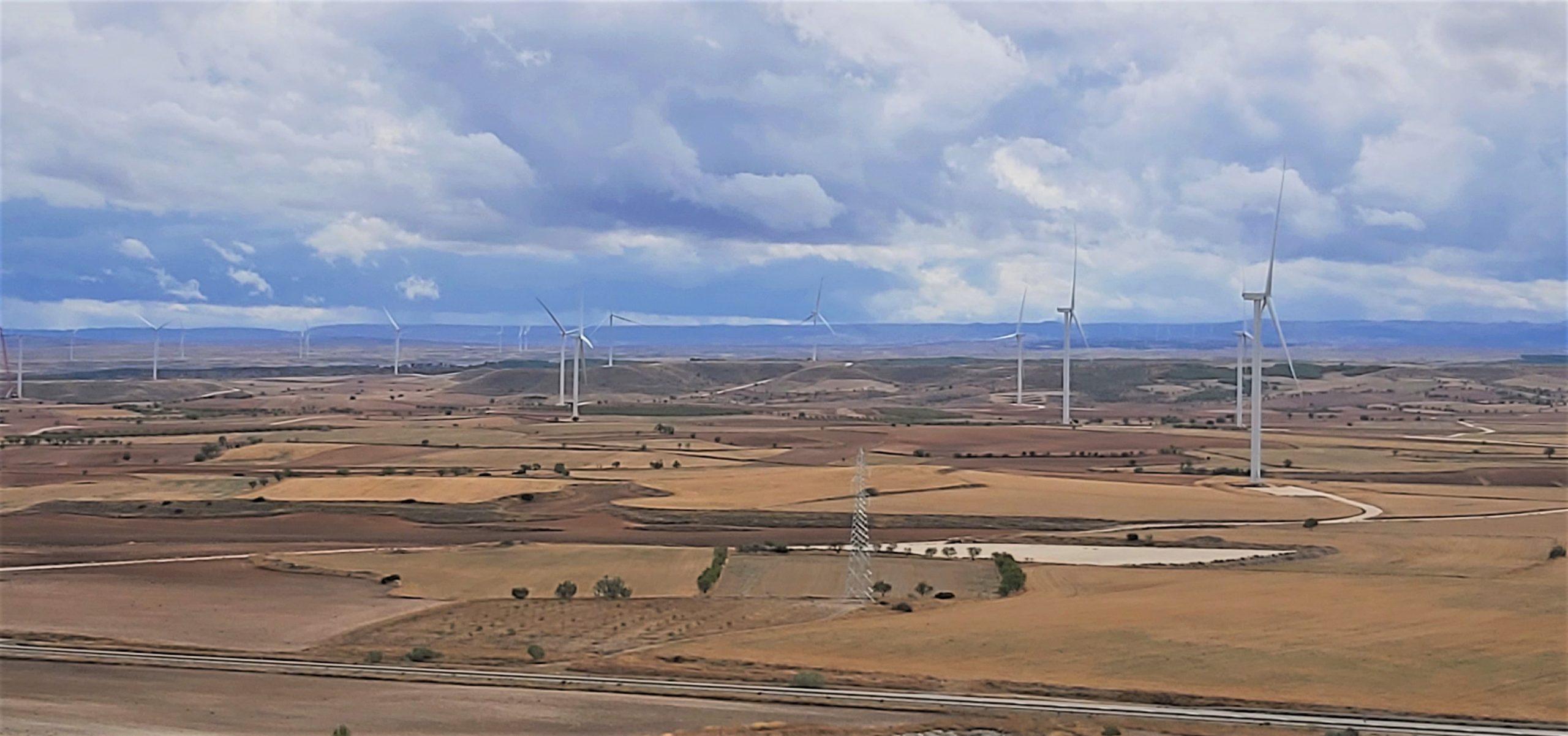 Cemex participa en la instalación de 200 molinos de viento en Aragón