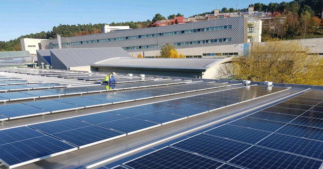 Voltfer pone en marcha las plantas fotovoltaicas de las Escuelas de Minas e Industriales de la Universidade de Vigo