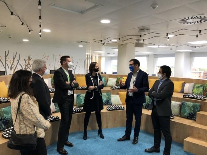 La Ministra de Industria visita a Schneider Electric para conocer su apuesta por la digitalización y la sostenibilidad de la economía española