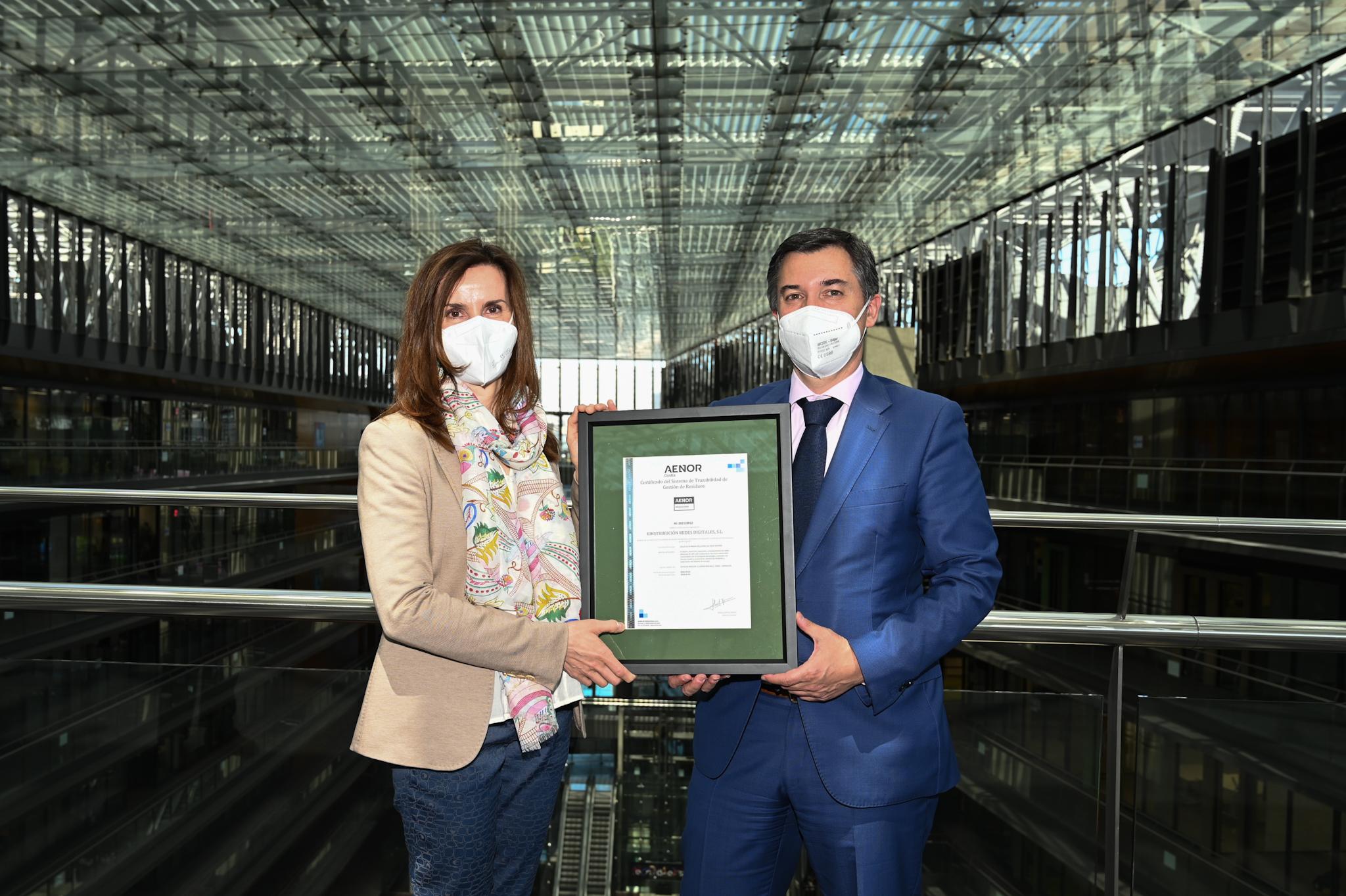 """Endesa, la primera eléctrica que recibe el certificado """"Residuo Cero"""" de AENOR en actividades de distribución"""