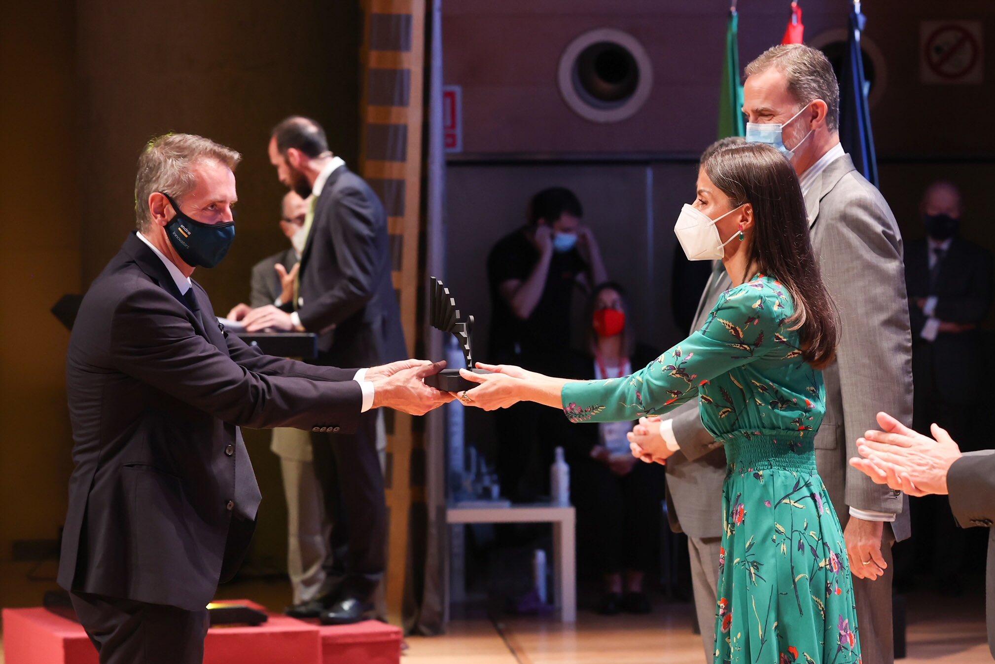Sus Majestades los Reyes entregan a Indra el Premio Nacional de Innovación